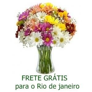 Buquê de Flores do Campo no Jarro de Vidro