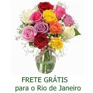 Buquê de 13 Rosas Coloridas no Jarro de Vidro