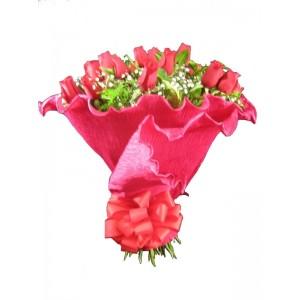 Buquê de Rosas Vermelhas no Papel Crepom