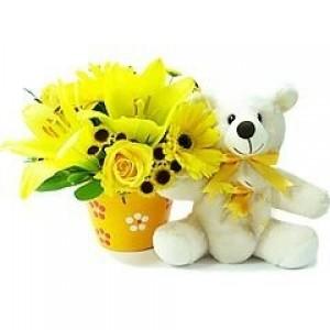 Arranjo de Gerberas Rosas lirios Amarelos e Ursinho